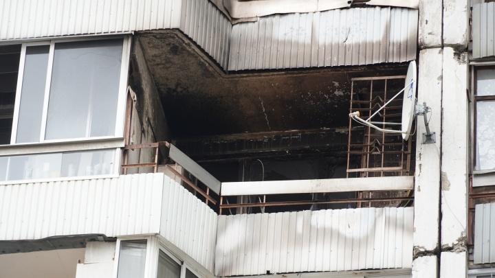 «К нам залетел окурок»: в Ярославле сгорел балкон в квартире семьи с двумя детьми