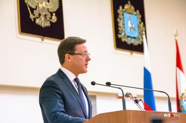 Оглашение послания Дмитрия Азарова обычно длится около двух часов