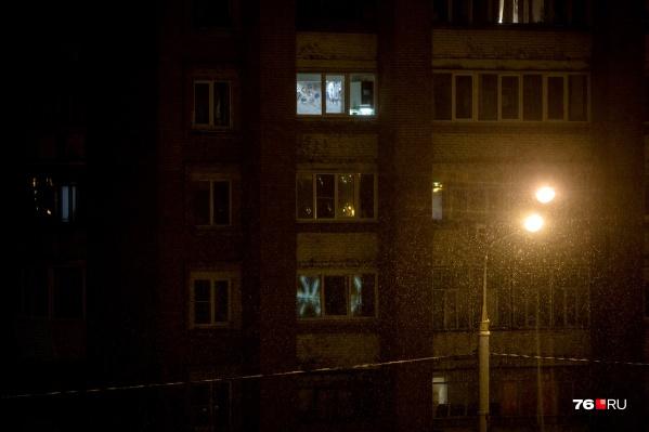 Иногда фонарь светит лишь на пару метров вокруг себя