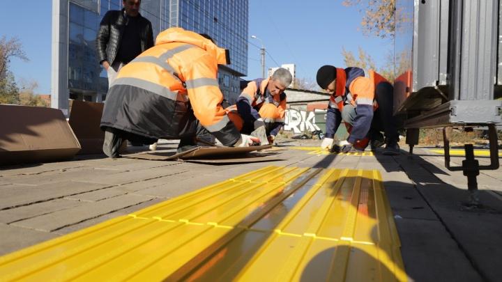 Заиграет новыми красками: в Самаре обновят тактильную плитку