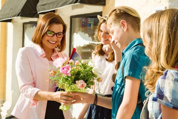 День воспитателя отмечается 27 сентября, а День учителя — 5 октября, не забываем готовиться