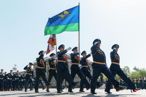 Военные перенесли репетицию парада Победы в связи с трауром