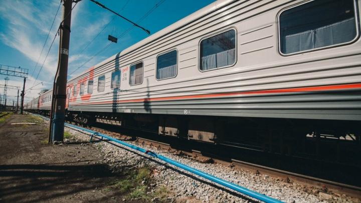 В Тюмени 10-классницу ударило током при попытке сделать селфи на крыше поезда