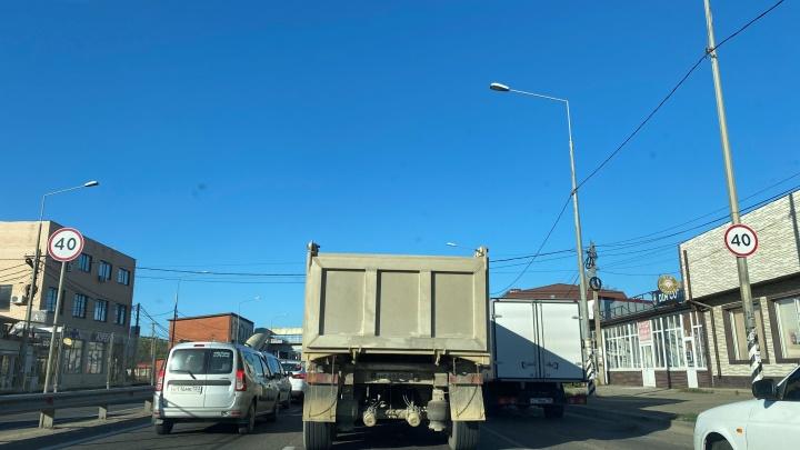 Под Краснодаром из-за ремонта закрыли участок на М-4. Из-за этого скопились пробки
