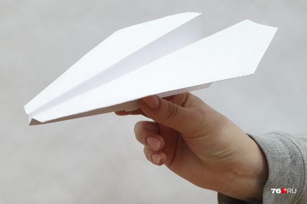 Школьник говорит, что учитель засунула ему в рот бумажный самолетик