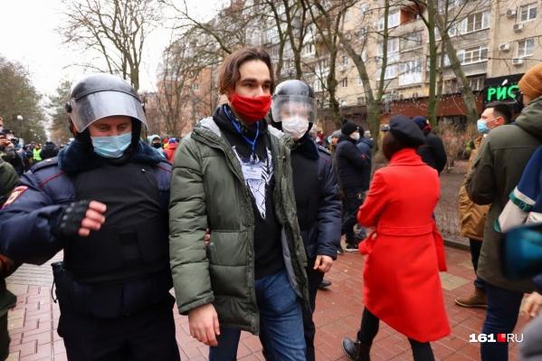 Полиция схватила журналистов на Пушкинской улице