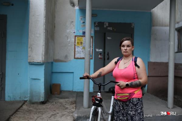 Конфликт с собачником произошел, когда 33-летняя Нина возвращалась вечером в воскресенье после работы домой