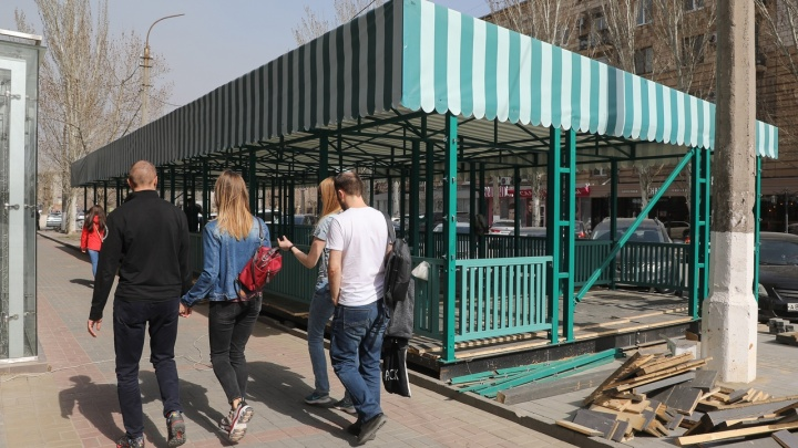 Караоке, кальянам и банкетам — нет: оперативный штаб рассказал о работе летних кафе в Волгограде