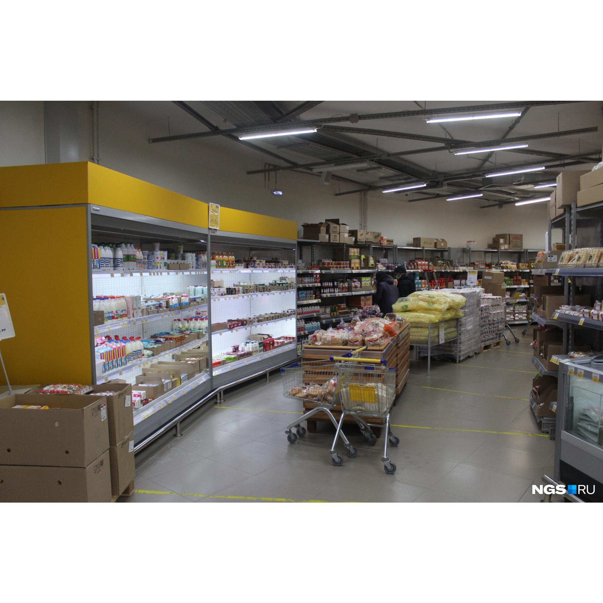 Внутри магазин не очень изменился, исчезла только часть товаров
