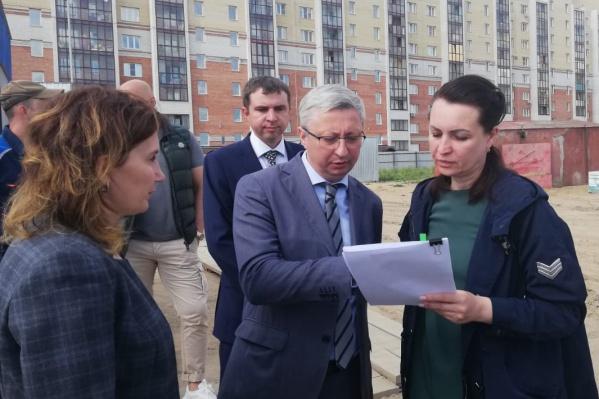 Мэр Омска Оксана Фадина побывала на строительной площадке нового детского сада и отметила успешную работу подрядчика