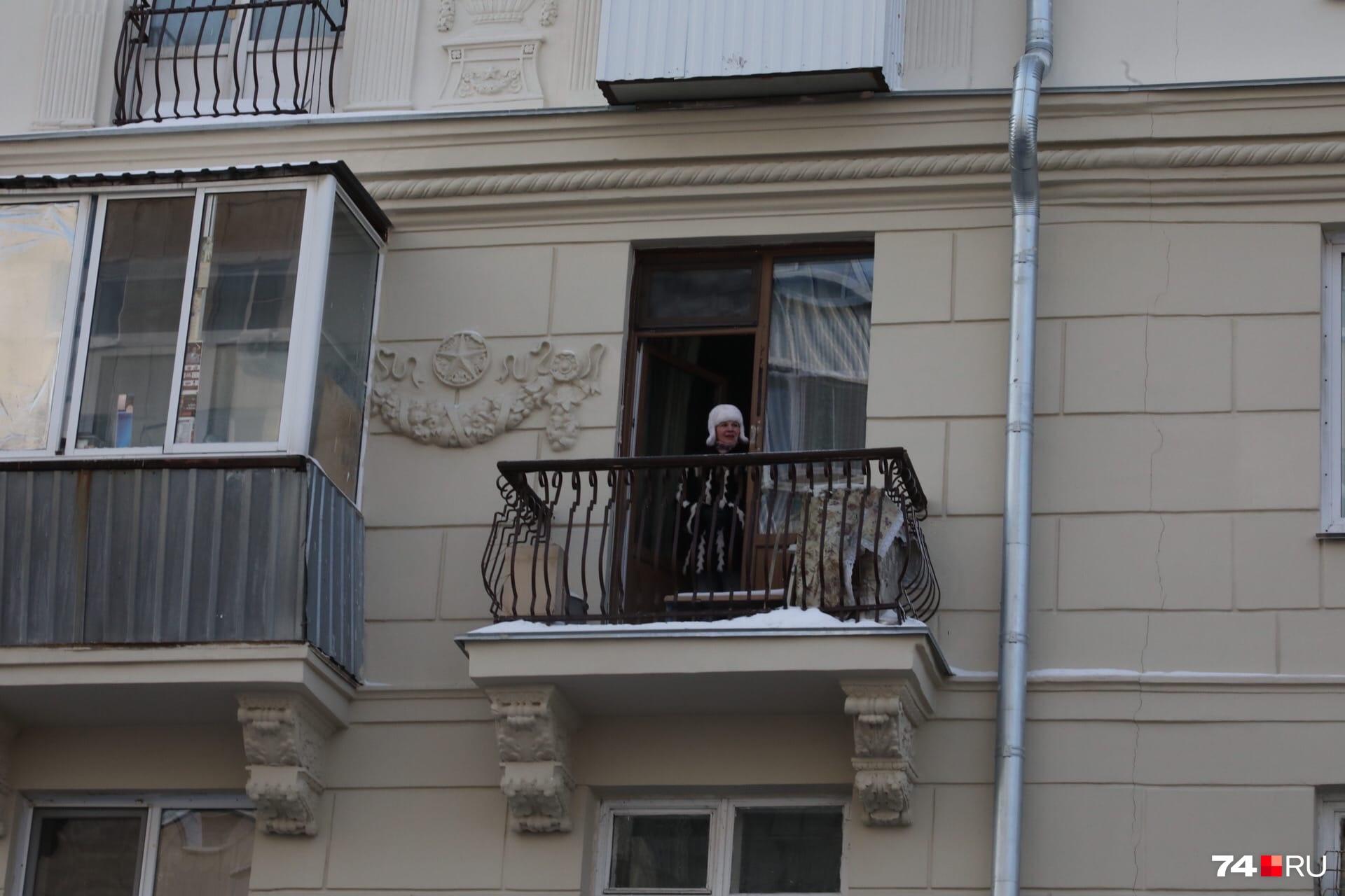Жители улицы Советской смотрели сверху на участников несогласованной акции