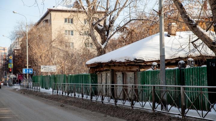 В центре Тюмени снесут старый дом, чтобы открыть бесплатную парковку