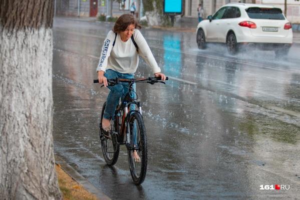 Проливные дожди и сильный ветер продлятся еще двое суток