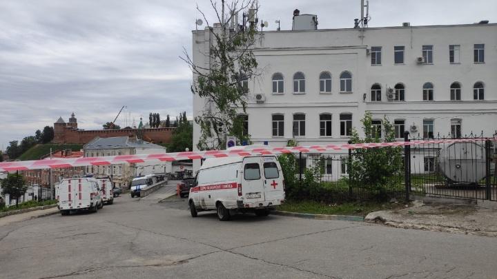 Врачей и пациентов ПОМЦ экстренно эвакуировали