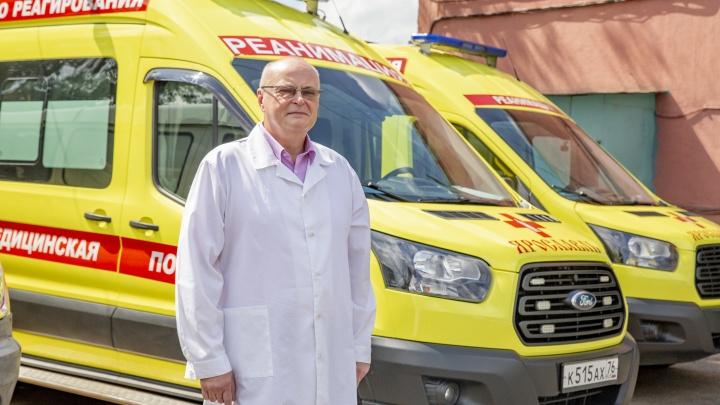 «Бьют по машине»: главврач скорой рассказал о реальной ситуации с ковидом и о нападениях на докторов