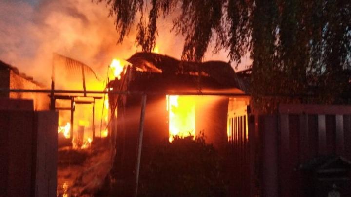 Полыхало до рассвета: появилось видео ночного пожара в Самаре
