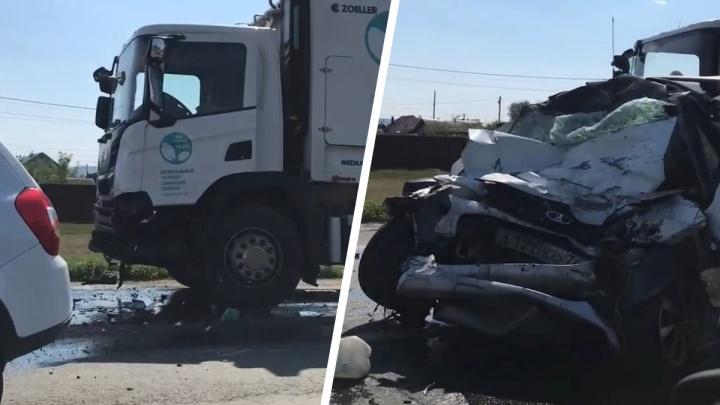 «Машину сплющило»: появилось видео последствий смертельного ДТП у Курумоча