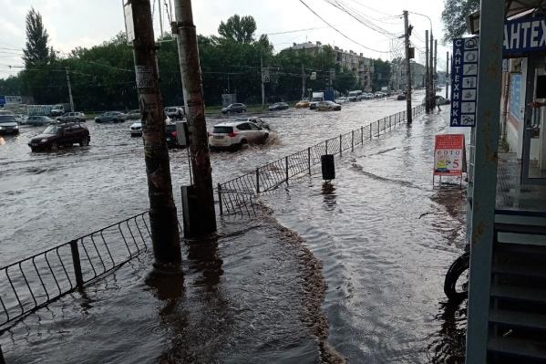 Улица Победы опять в воде