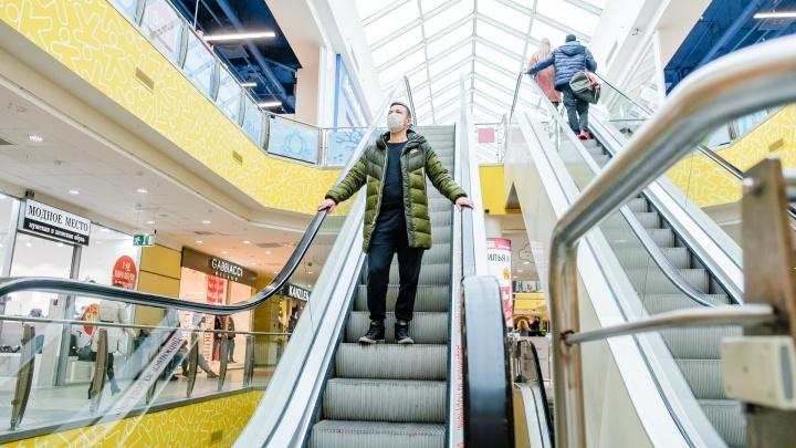 Дмитрий Махонин прокомментировал ограничение работы крупных магазинов по выходным