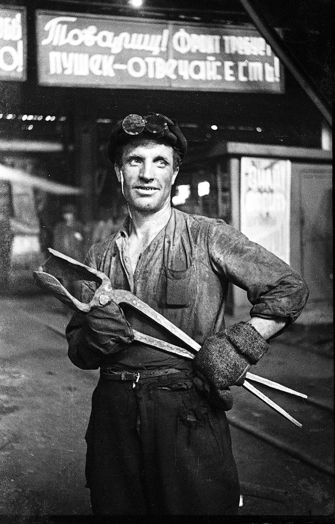По рассказам ликвидаторов, привлечь добровольцев было несложно: на заводе работали только проверенные люди, многие из них — потомственные рабочие, чьи родители трудились здесь в годы войны<br>