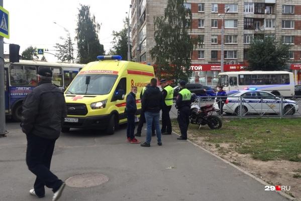 Жительницу Архангельска, на которую наехал мотоцикл, госпитализировали