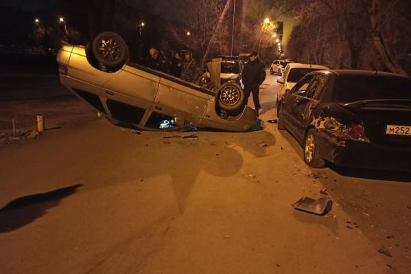 Водителя, устроившего ночной погром, задержали и доставили в отдел полиции