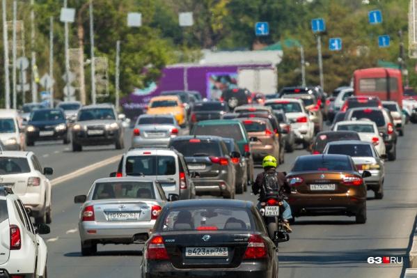 Сейчас максимально разрешенная скорость движения по большинству улиц Самары составляет 60 километров в час