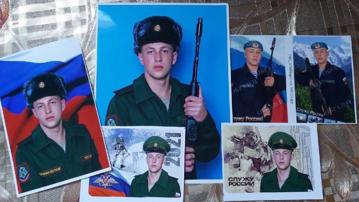 «Нам говорят, что ударило о самолет»: родные рассказали о гибели десантника в омском центре ВДВ