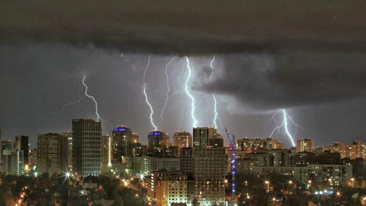 На Урале 9 тысяч человек осталось без света из-за мощной грозы
