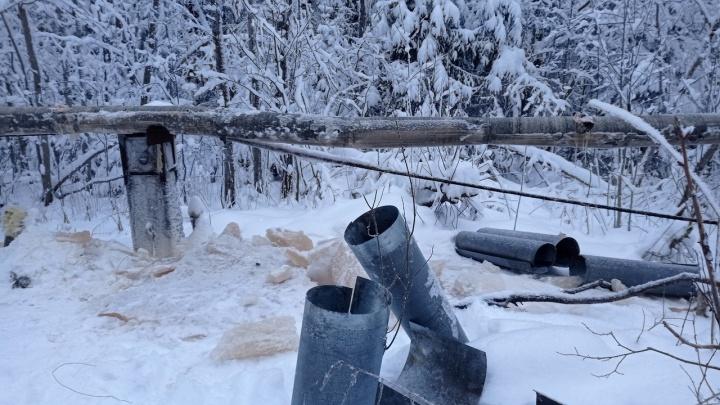 Жители деревни Рембуево уже пять дней живут без воды. Ту, что привозят, пить невозможно