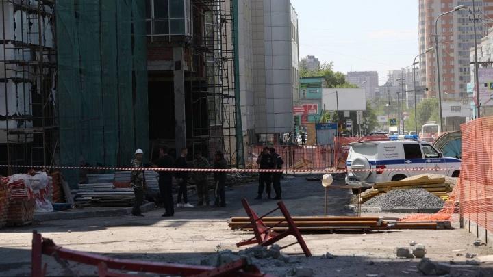 Механизм вышел из строя: возбудили дело после падения рабочих в строительной люльке