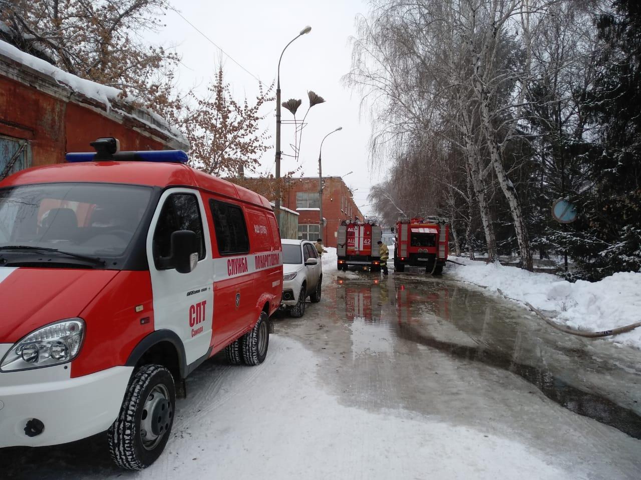 На месте ЧП работает пожарный поезд
