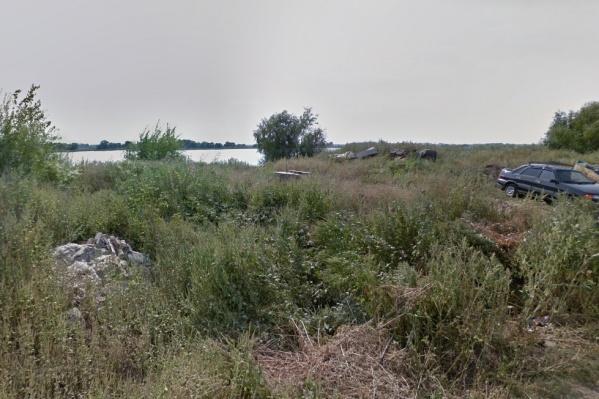 Сейчас берег реки не облагорожен, рядом находятся частные дома