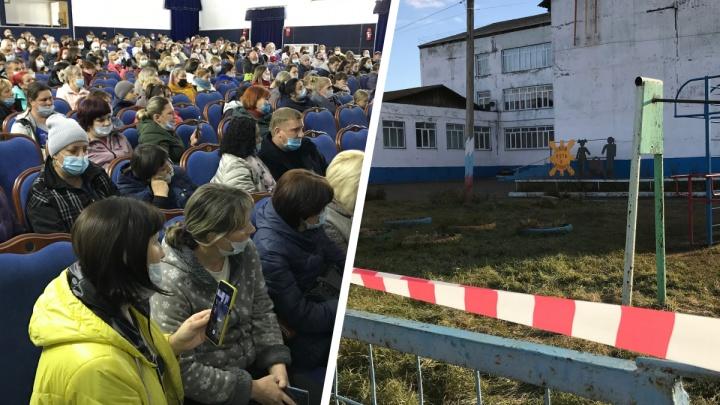 Хроническое недоверие к власти: как жители Емельяново устроили взбучку властям за закрытие школы