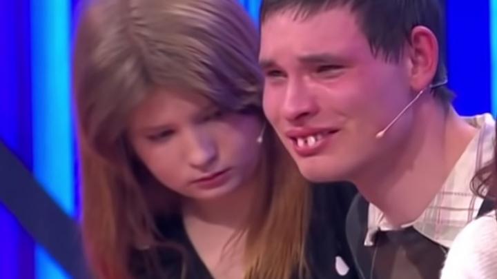 «Называю ее кисой»: ярославец, разлученный с несовершеннолетней любимой, расплакался на шоу «Мужское / Женское»