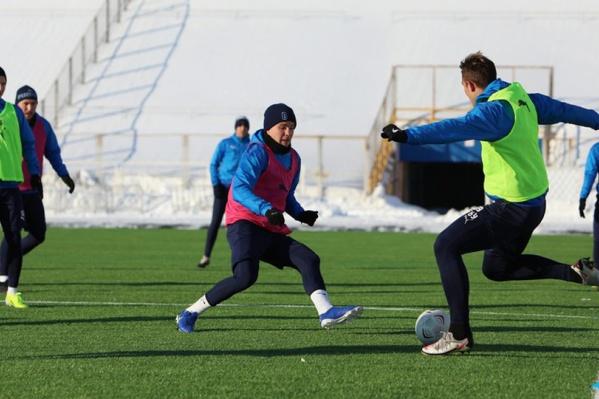 А сейчас футболисты самарской команды готовятся к матчу с «Чертаново» на стадионе «Металлург»