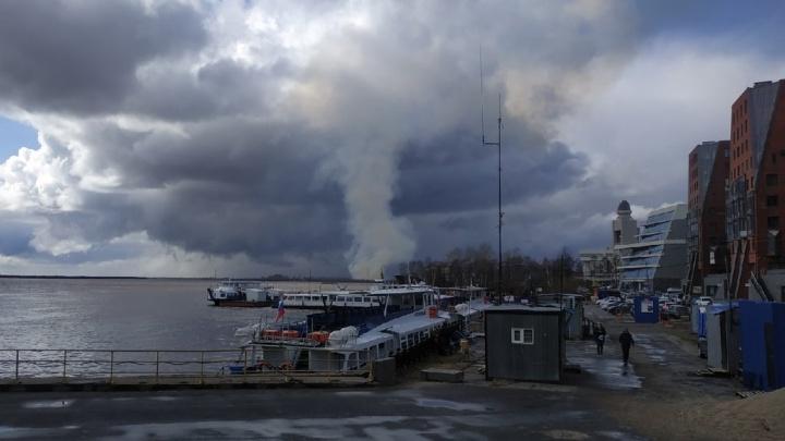 Горожане заметили столб дыма в стороне Кегострова. МЧС отвечает, есть ли риск