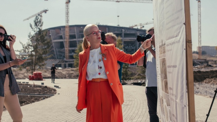 Красотка из мэрии. 15 образов самой стильной чиновницы Новосибирска — она переодевается по пять раз в день