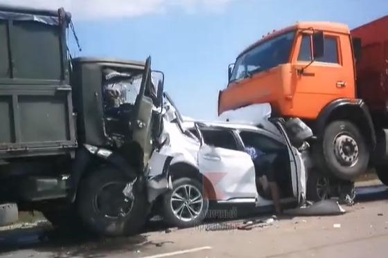 На трассе между Славянском-на-Кубани и Крымском столкнулись 13 автомобилей. Причиной мог стать пожар в поле