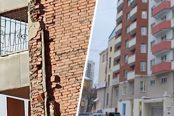 Кирпичное здание начинает разваливаться