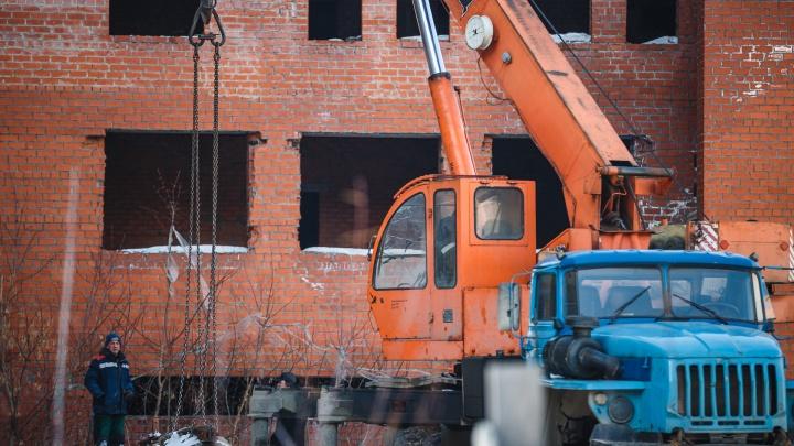 Власти Кузбасса установили минимальную зарплату для строителей. Она ниже средней по региону