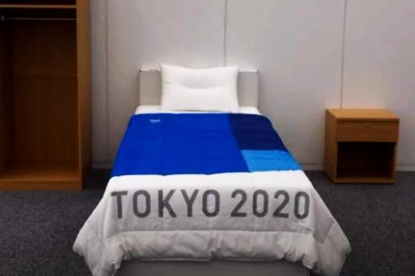 В номерах для спортсменов установили кровати, ломающиеся от резких движений