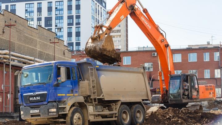 Разбирают старые склады и вывозят мусор: рядом с ЦПКиО появится новый квартал