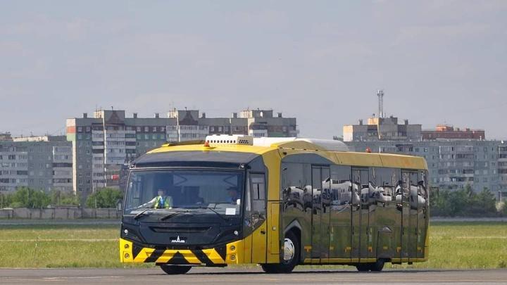 В омском аэропорту начал работать новый перронный автобус за 22 миллиона