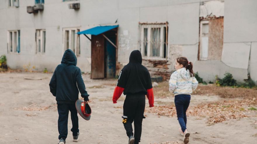 Умирающая деревня, многоэтажки-тетрисы и очень много детей. Как живет Антипино в окружении заводов