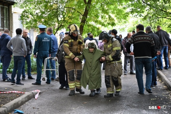 В результате взрыва в нескольких квартирах вылетели стекла