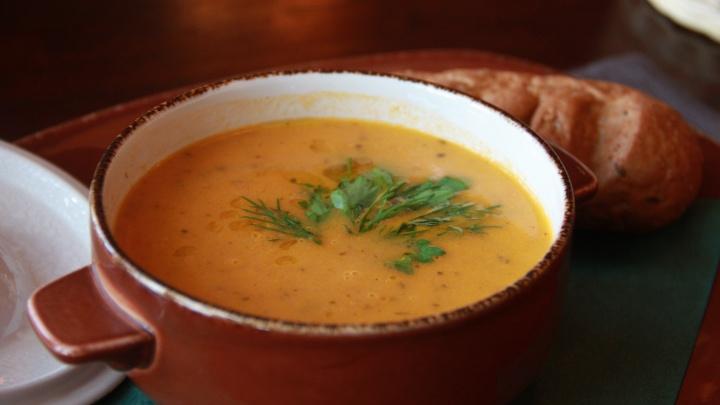 Диетологи назвали самый полезный суп
