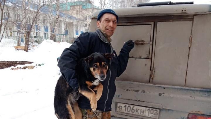 В Башкирии чиновник устроил фотосессию сотрудникам фирмы по отлову животных
