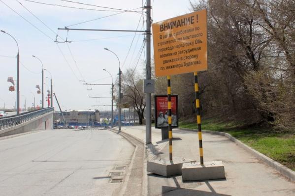 Для выезда на площадь автомобилистам придется проезжать по двум улицам