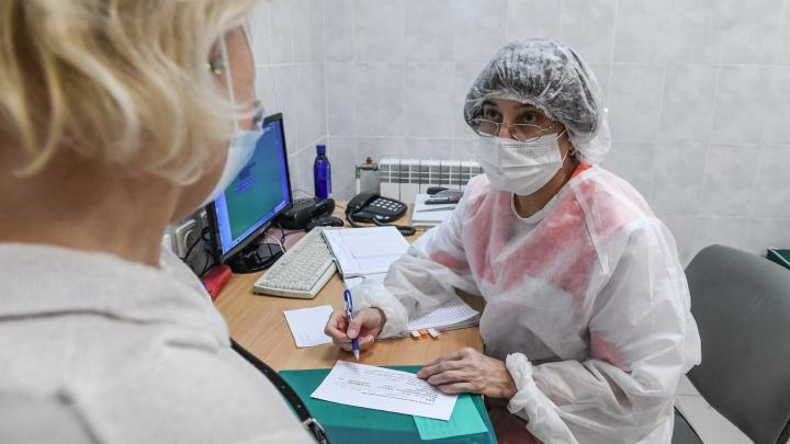 В поликлиники Екатеринбурга наконец пришла новая партия вакцины, но ее хватит только для пенсионеров